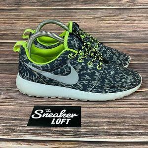 Nike Roshe Run Womens Print Sneakers Size 7